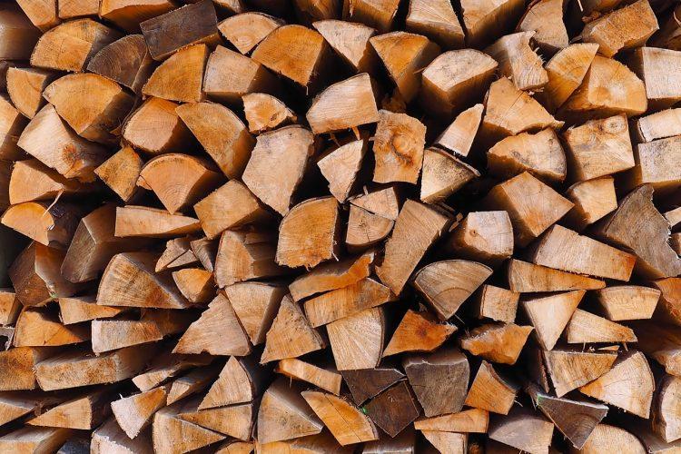 Chauffage au bois : quel impact sur les forêts françaises ?